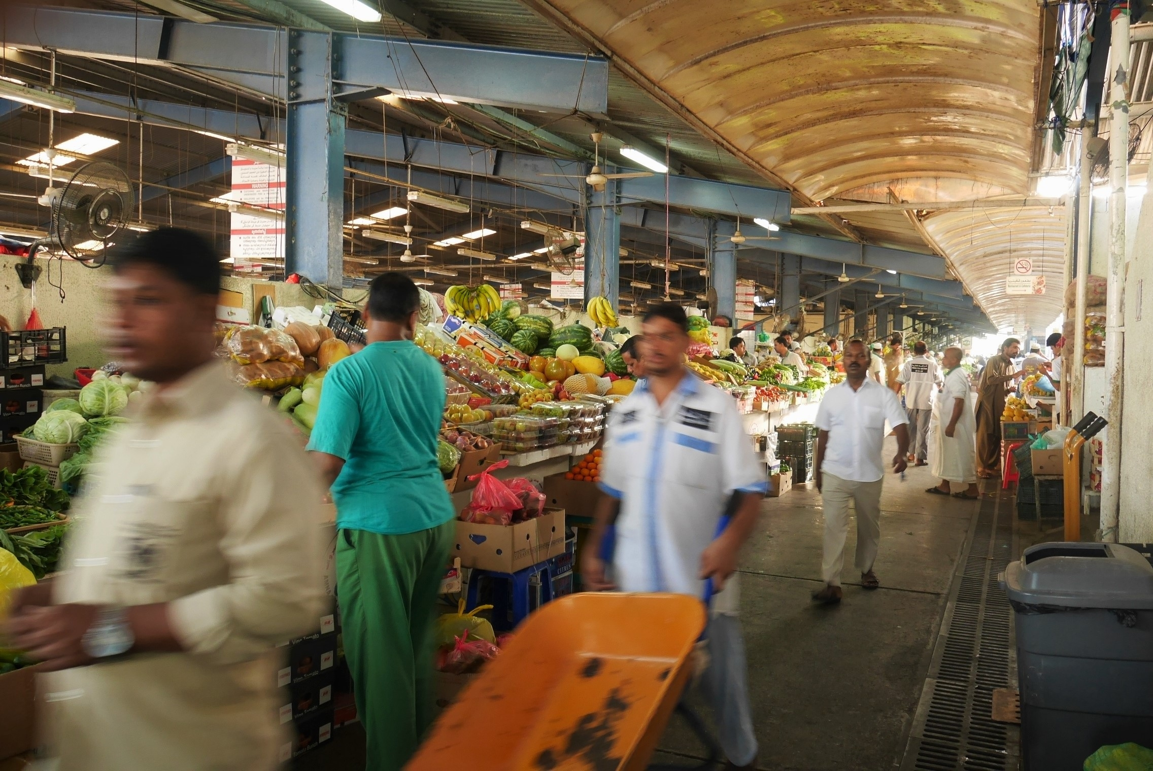 2016-dubai-vegetable-souk